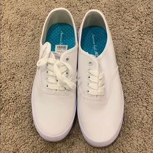 New with tags size 7 sneakers white